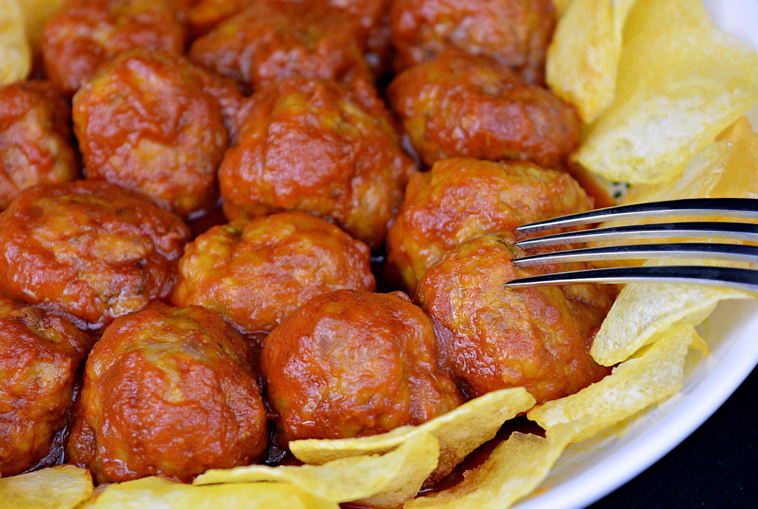 Patatas y albóndigas en salsa con robot de cocina Cecotec Mambo