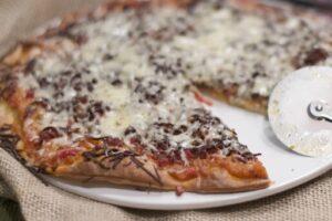 Pizza de pisto de verdura y jamón serrano con robot de cocina Thermomix