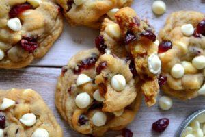 Cookies de chocolate blanco con arándanos con robot de cocina Cecotec Mambo