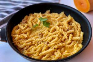 Pasta con crema de calabaza y gorgonzola con robot de cocina Cecotec Mambo