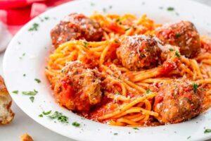 Espaguetis con albóndigas con robot de cocina Taurus Mycook